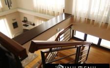 Cầu thang nên thiết kế ngược hay thuận kim đồng hồ