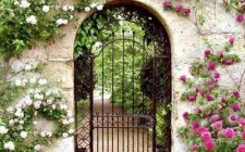 Chọn hướng cổng tốt để đón khí thịnh đi vào nhà