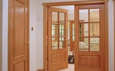 Cửa chính tiếp nhận và dẫn khí vào nhà