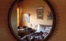Phong thủy treo gương trong phòng ngủ