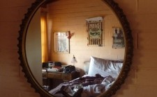 Treo gương trong phòng ngủ hợp phong thủy