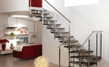 Cầu thang trong nhà cần thiết kế rộng rãi và sáng sủa