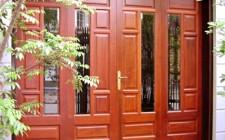 Dùng màu sắc cửa chính để hóa giải tà khí