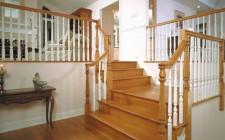 Hóa giải cho cửa chính đối diện với cầu thang hướng xuống dưới