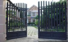 Không nên bố trí cổng ngoài và cửa chính tránh thẳng hàng nhau