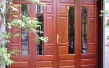 Kích thước của cửa nên phù hợp với ngôi nhà