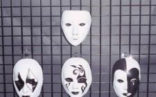 Trang trí mặt nạ trong nhà như thế nào cho đúng ?