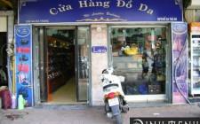 Cổng chính cửa hàng kỵ nhỏ