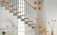 Cửa nhà đối diện cầu thang làm bất lợi cho gia chủ