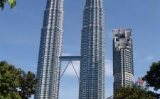 Vì sao phải tránh những kiến trúc song tháp kẹp giữa?