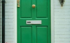 Hai cửa nhà đối nhau