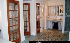 Hóa giải cho nhà có thế 'cửa đối cửa'
