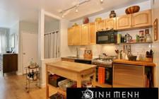 Tránh thiết kế cửa nhà vệ sinh đối diện với cửa nhà bếp