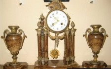 Có nên treo đồng hồ ở phòng khách hay không?
