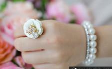 Mơ thấy nhẫn đeo tay: Hứa hoặc nhận lời hứa