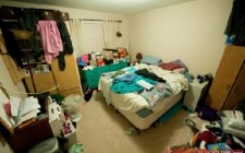 Sự bừa bộn trong nhà và quanh nhà