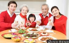 Tạo không khí cho bữa ăn gia đình
